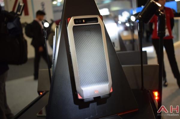 努比亚游戏手机真机实拍 真有四颗风扇