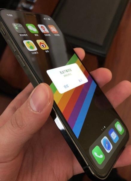 重磅 网曝苹果iPhone SE2真机 如此夸张