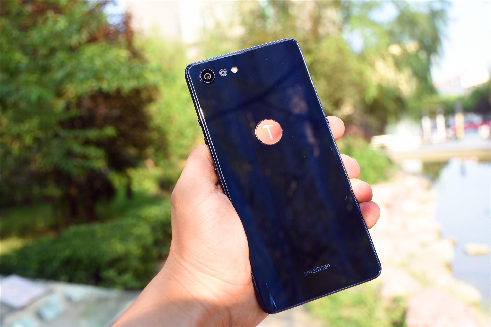 坚果Pro 2S炫光蓝开箱:浮光掠影高颜值