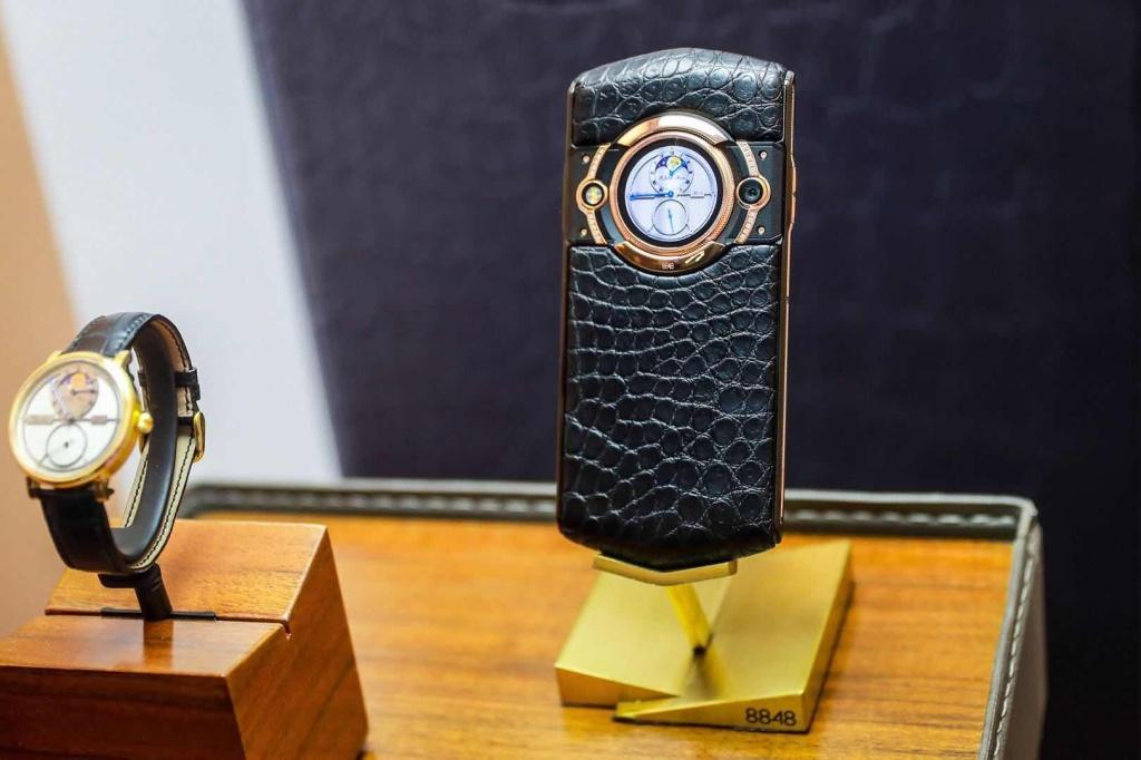 顶配29999元 8848新机M5发布 把腕表装入手机
