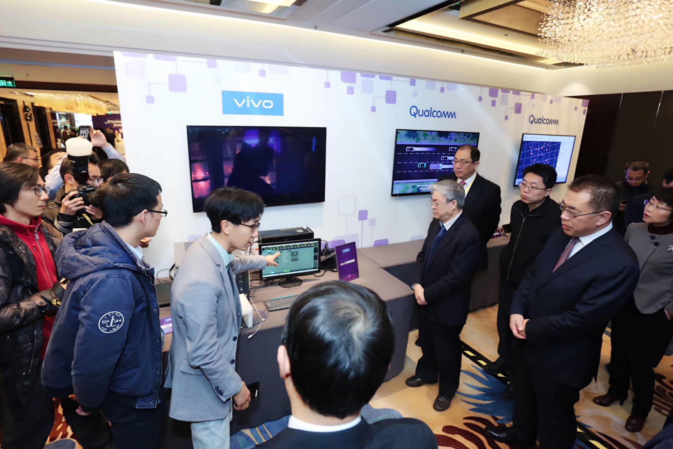 vivo展示5G样机:可收发微信