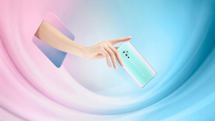 vivo S5海报曝真机 国内首款OLED挖孔屏