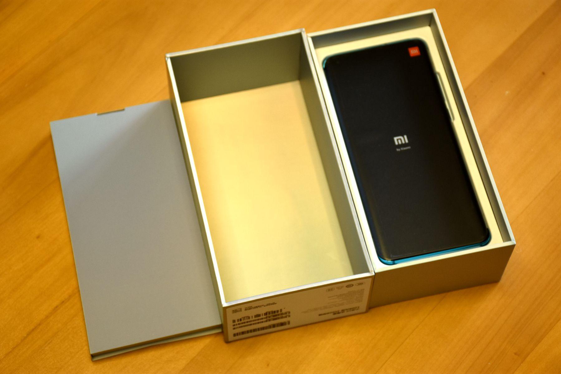 小米10冰海藍開箱:外形更張揚