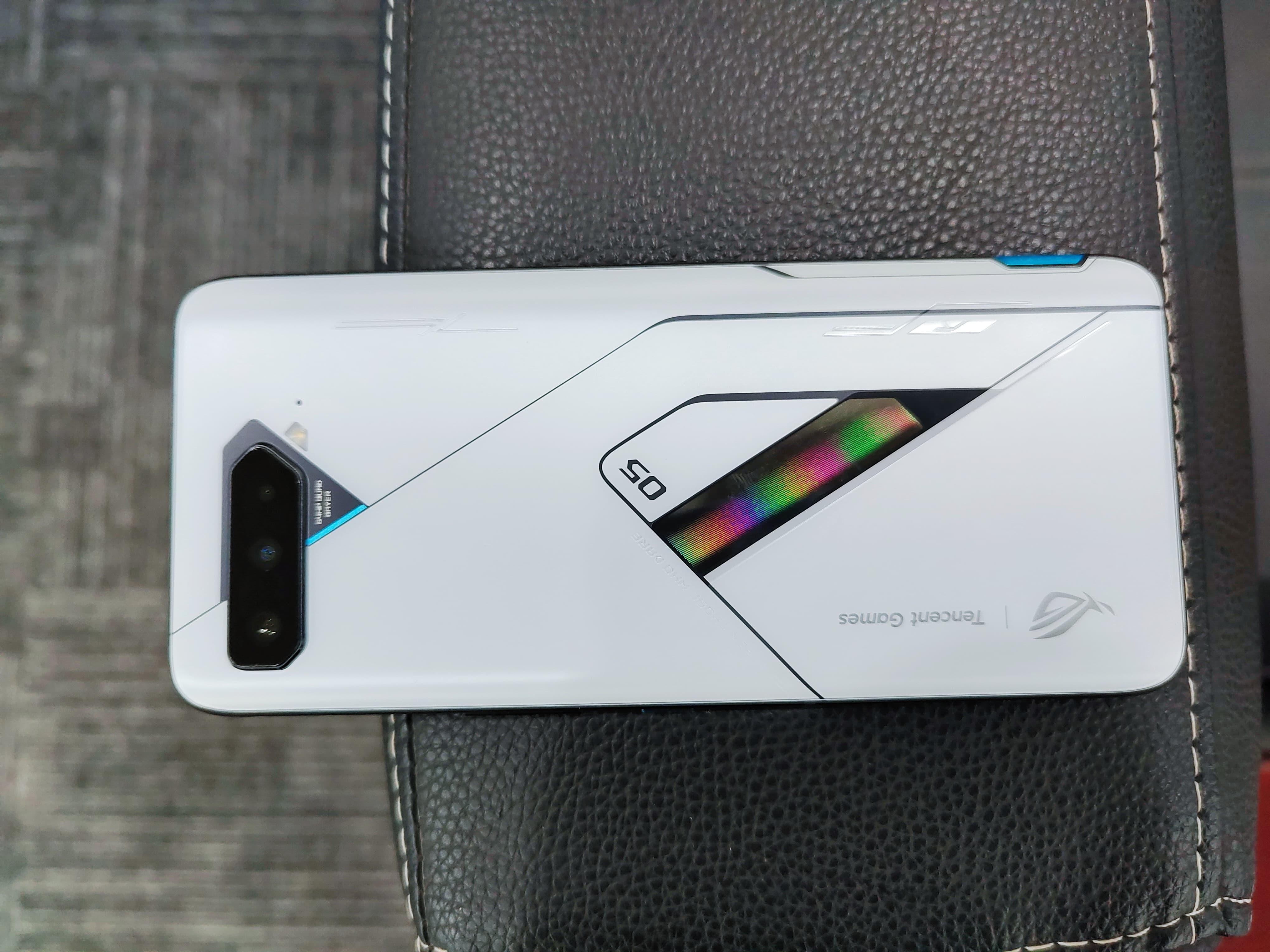 或许是骁龙888的最佳归宿 腾讯ROG游戏手机5幻影评测